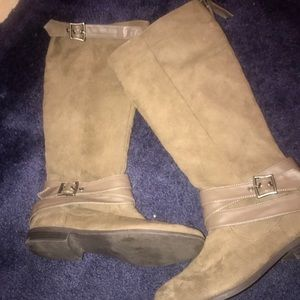 Buckle suede boots